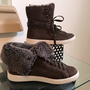 UGG W Starlyn high top or foldable sneaker Sz 8.5